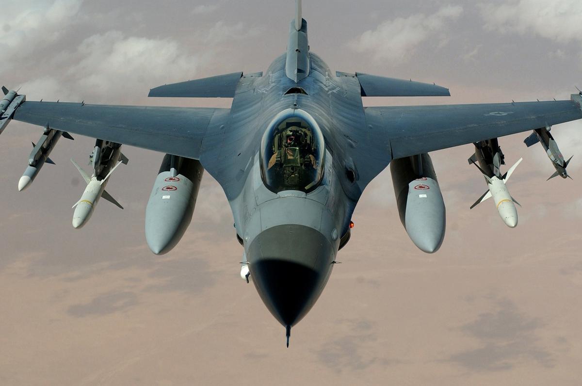 Flying Course ad Amendola, nel foggiano addestramenti militari aerei