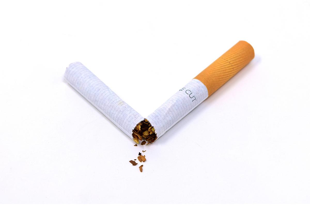 Esci dal Tunnel, a Bari appare una sigaretta gigante contro il fumo