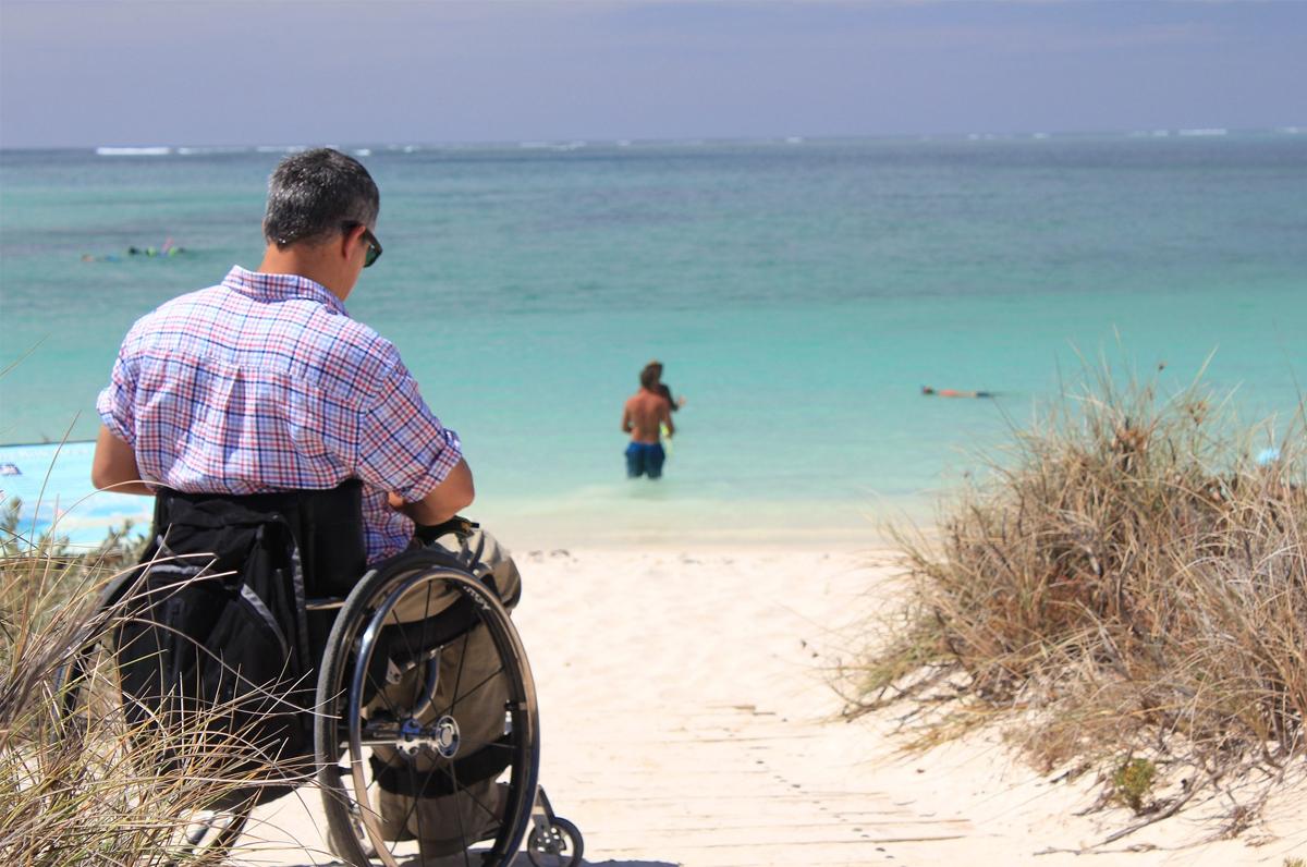Disabili al mare, 14 comuni pugliesi potranno rendere le spiagge accessibili