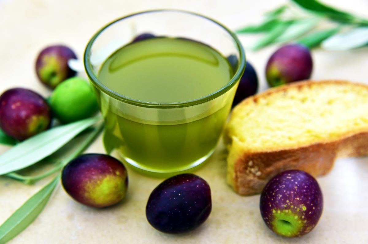 Olio d'oliva, cinque tipi di made in Puglia per rendere le pietanze uniche