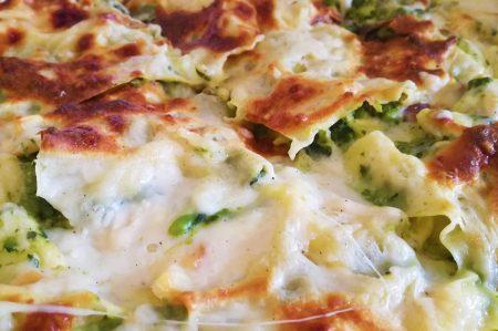 Lasagne con cime di rapa, scamorza e salsiccia