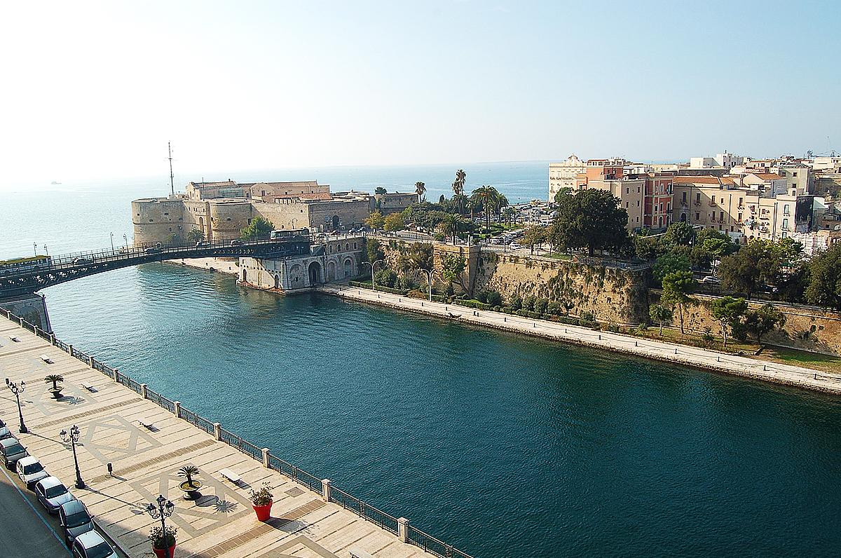 Donne di Taranto, la letteratura le decreta le più belle