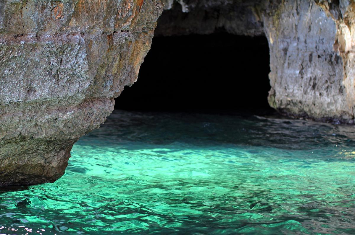 Grotta Verde, un tuffo nelle acque cristalline del Salento