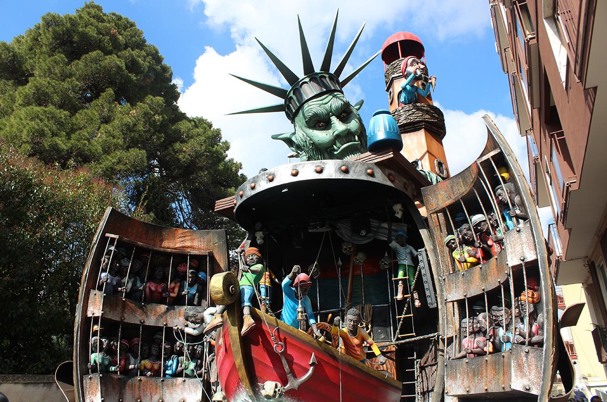 Carnevale di Putignano, tutti i colori e l'allegria nella gallery