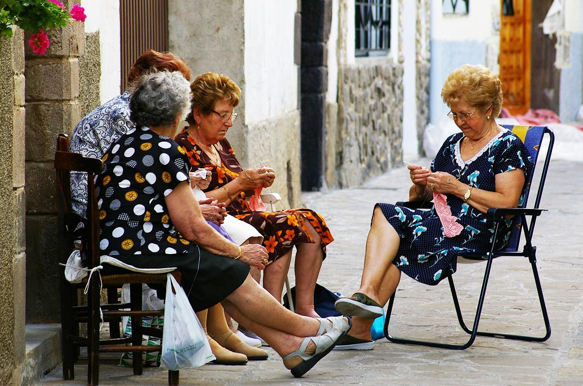 Donne di Puglia oltre il focolare: gli antichi mestieri femminili