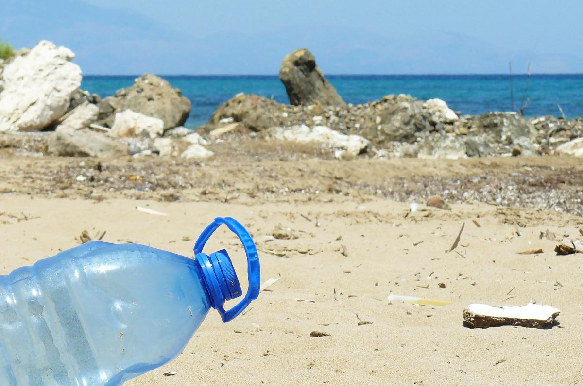 Plastica monouso, sarà vietata su tutti i lidi pugliesi