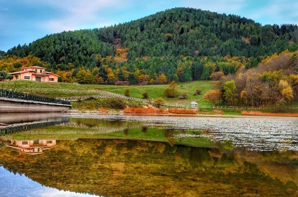 Lago Pescara, bellezza naturale sulle pendici del Monte Cornacchia