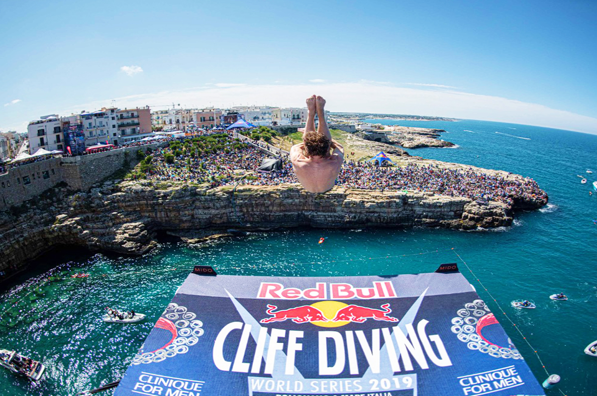 Polignano a Mare incornicia e rende magico il Red Bull Cliff Diving
