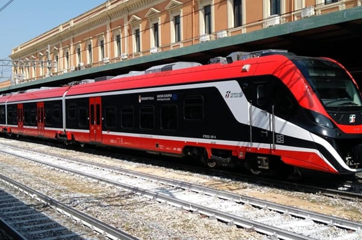 Ferrovie del Sud Est, inaugurato il primo treno elettrico