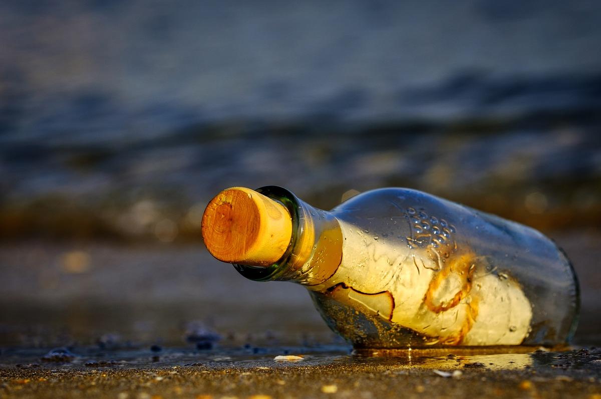 Strage di Manchester, il mare ha portato in Puglia un messaggio in bottiglia
