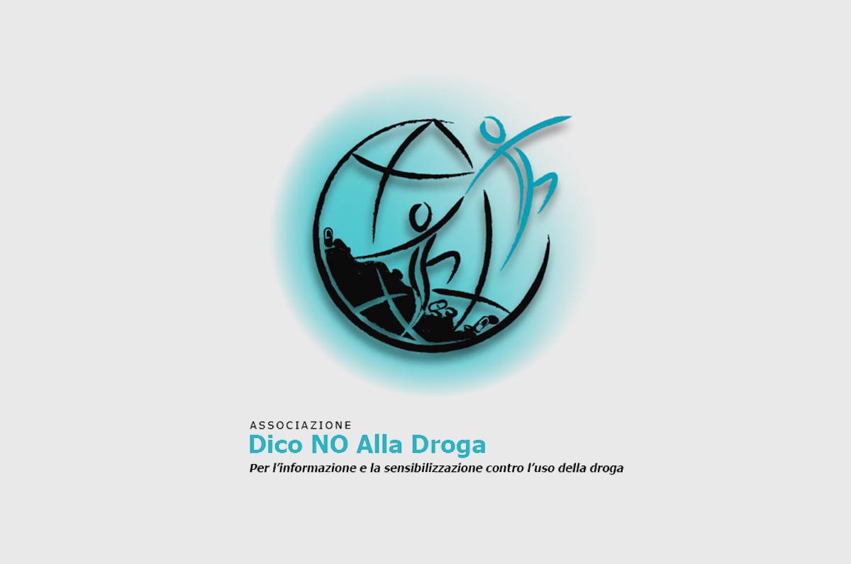"""I volontari di """"Dico no alla droga"""" al match Milan-Brescia"""