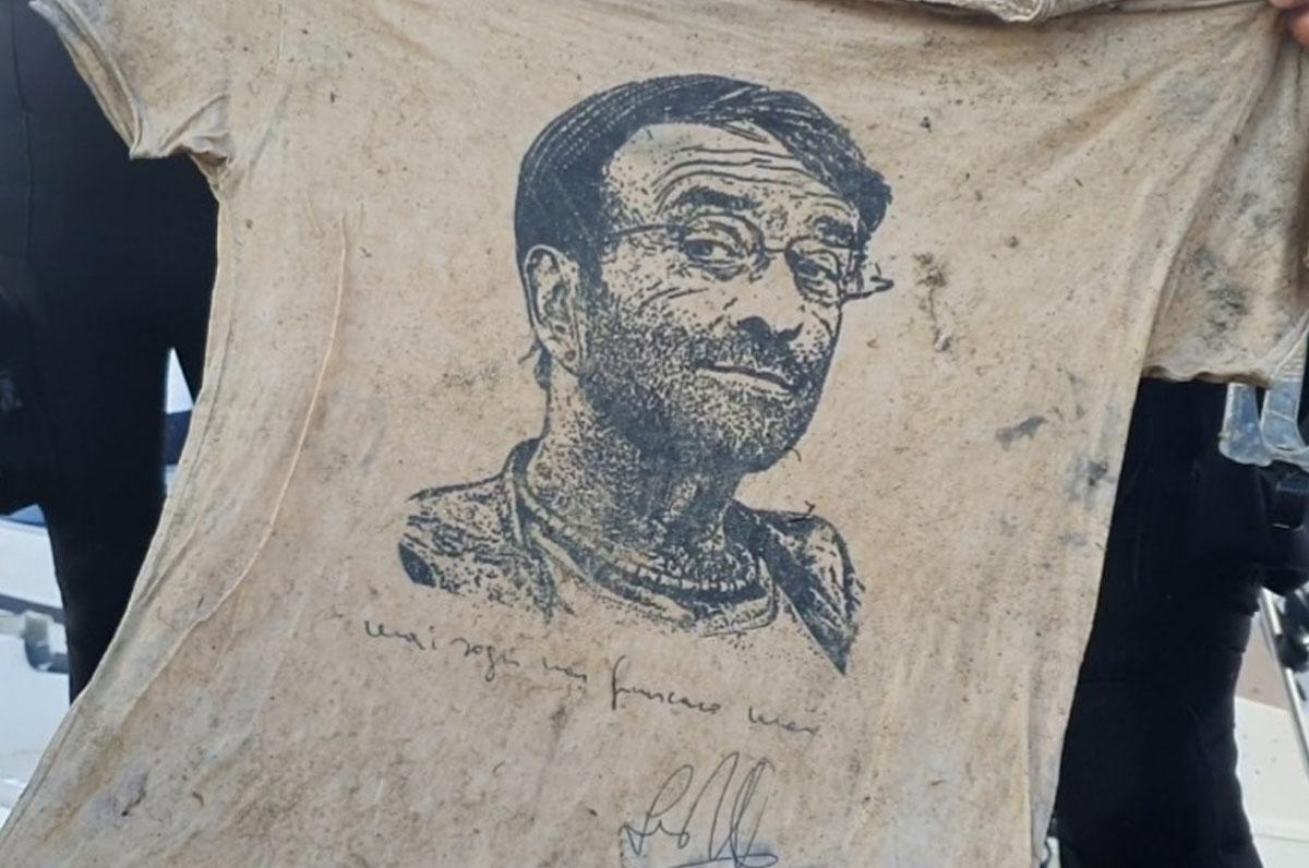 Tra i fondali delle Tremiti spunta una maglia firmata da Lucio Dalla