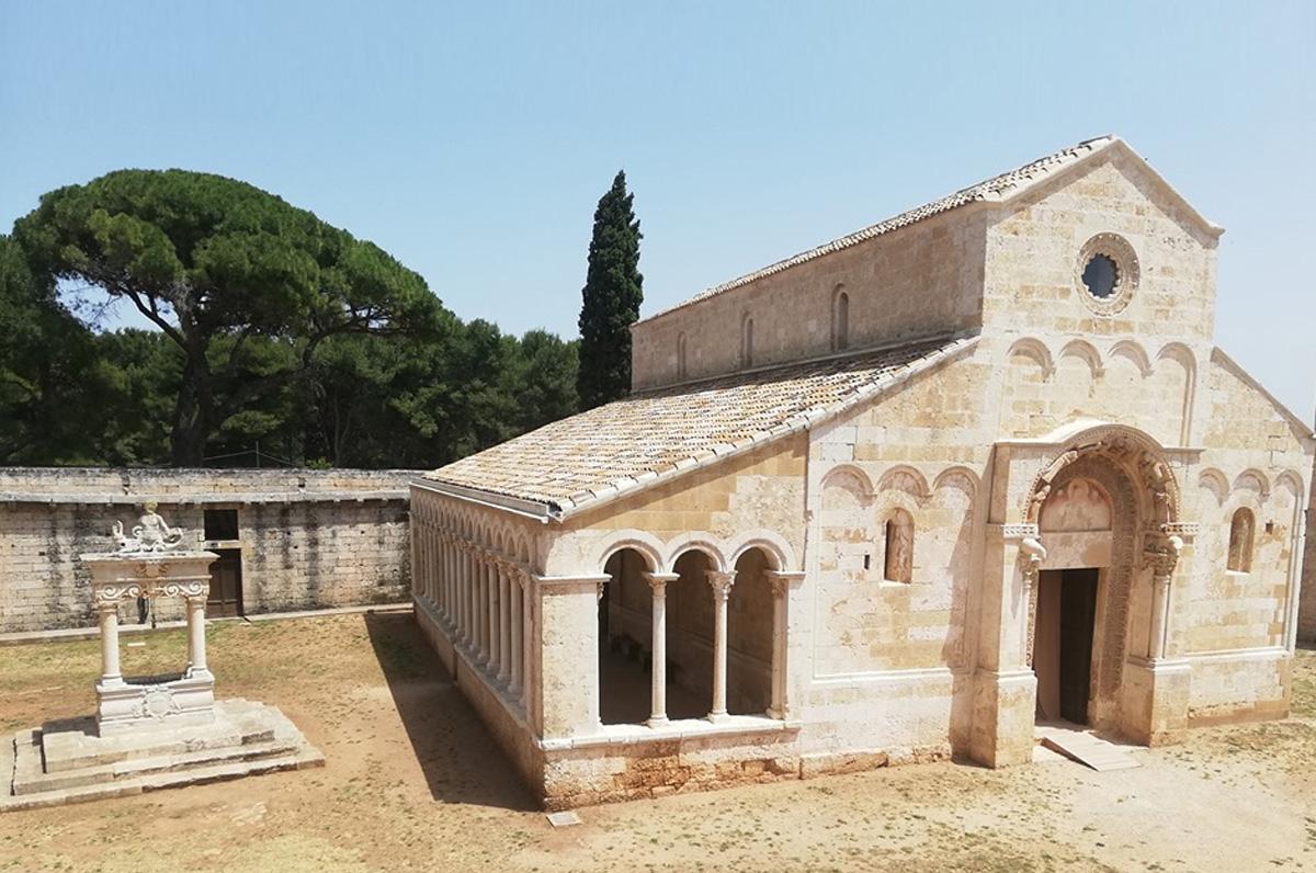 Abbazia di Santa Maria di Cerrate, esempio di architettura romanica