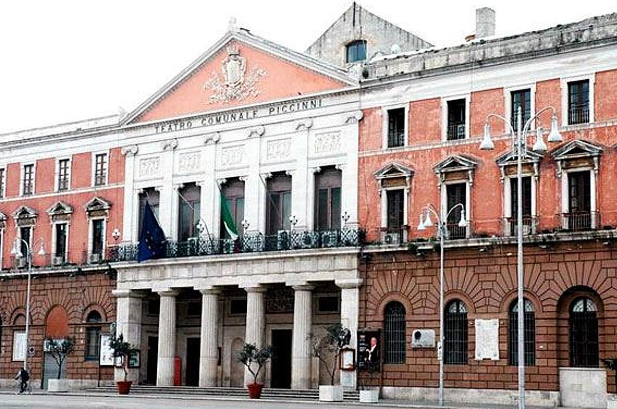 Riapertura del teatro Piccinni di Bari, 24 ore di spettacoli no stop