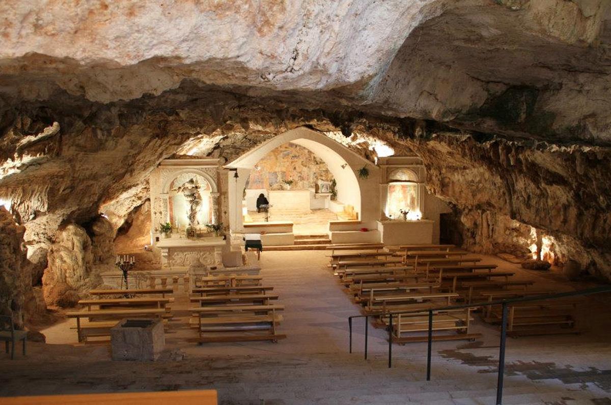 Grotta di San Michele in Monte Laureto, luogo di culto sotterraneo