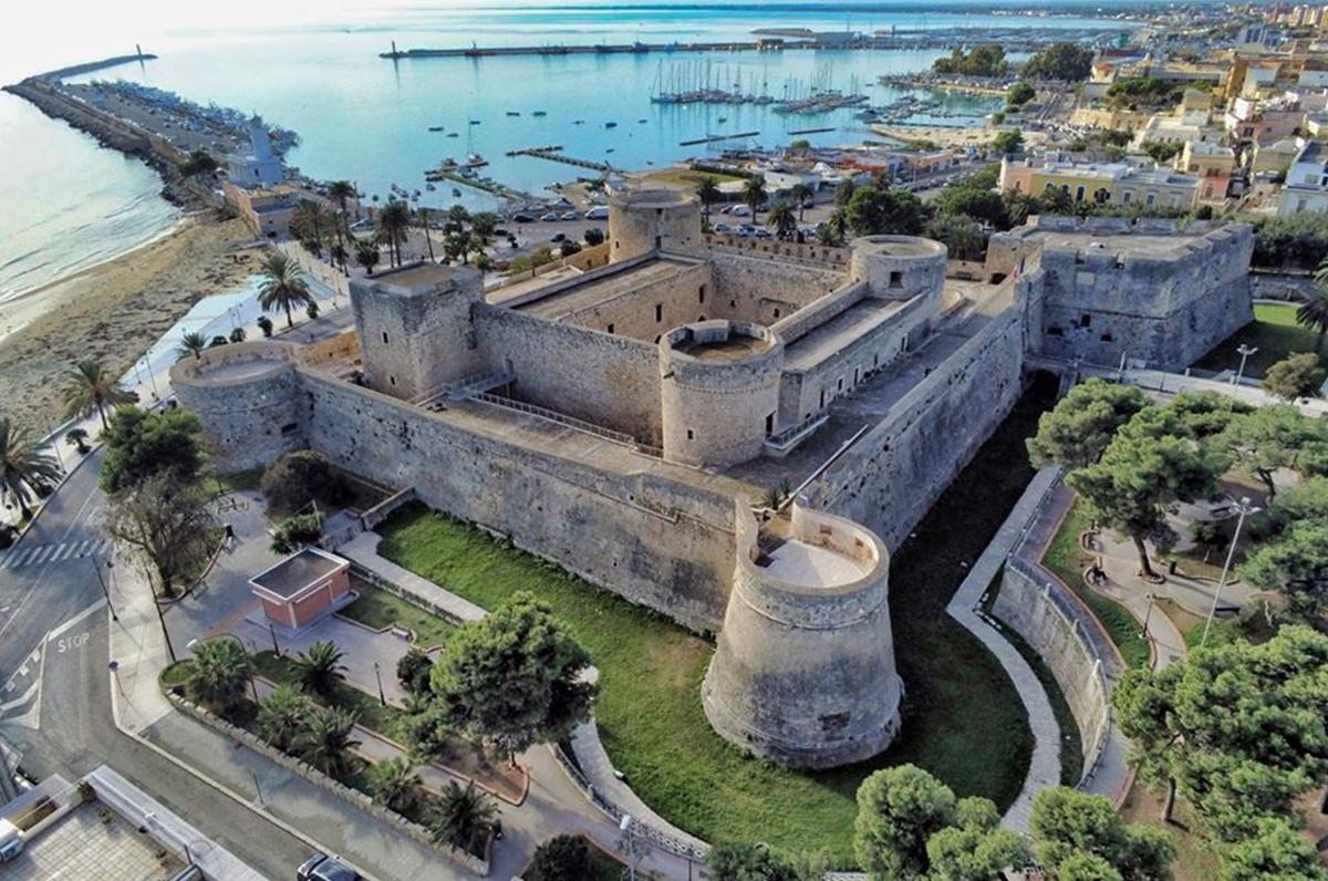 Castello di Manfredonia, passato svevo angioino di Puglia