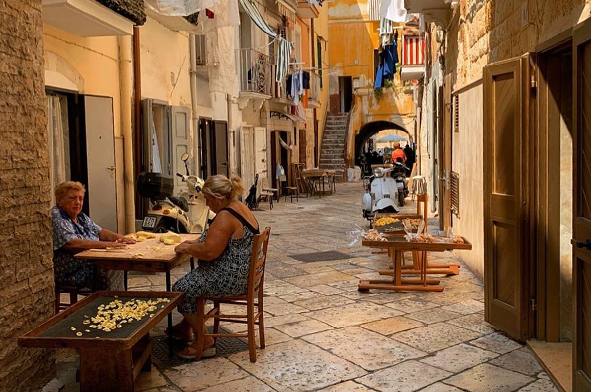 Strada delle orecchiette, l'arte della pasta tra le vie di Bari Vecchia