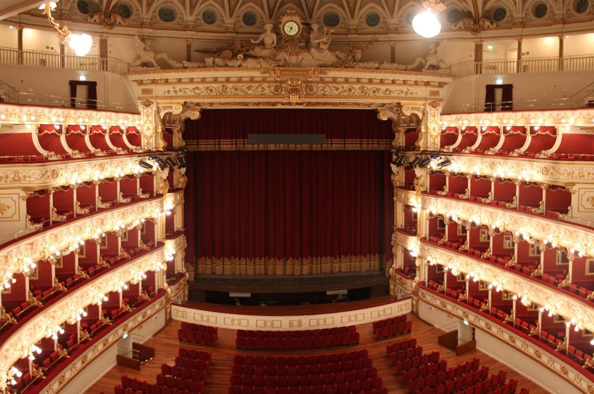 Black Friday in Puglia, sconti su abbonamenti e biglietti nei teatri