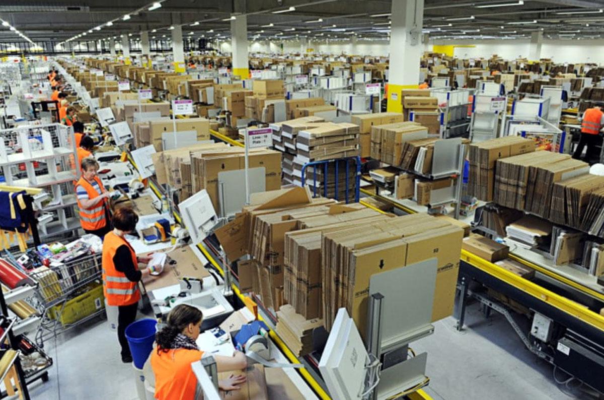 Amazon, il colosso dell'e-commerce aprirà in Puglia