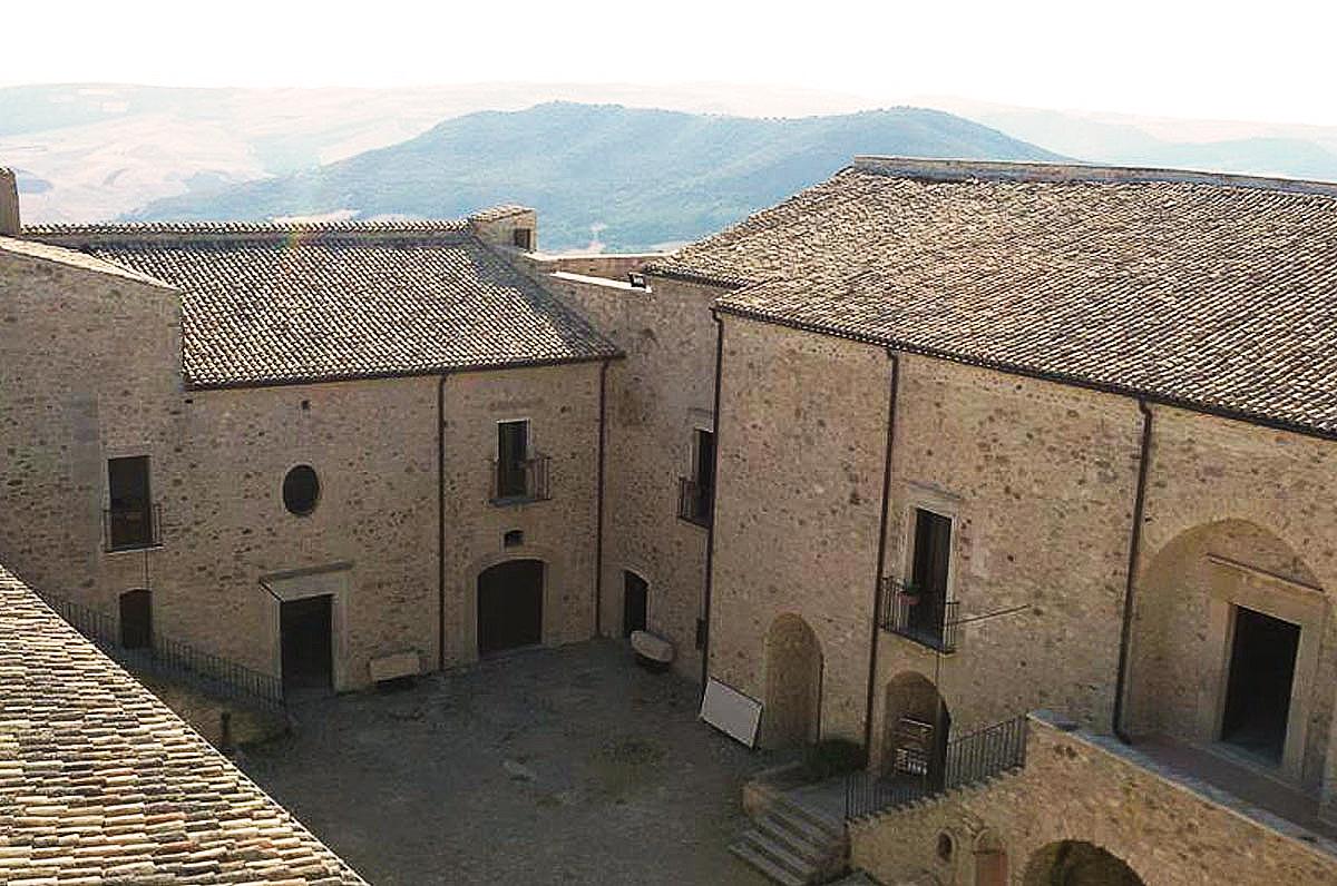 Sant'Agata di Puglia, il suo castello dalla vista panoramica