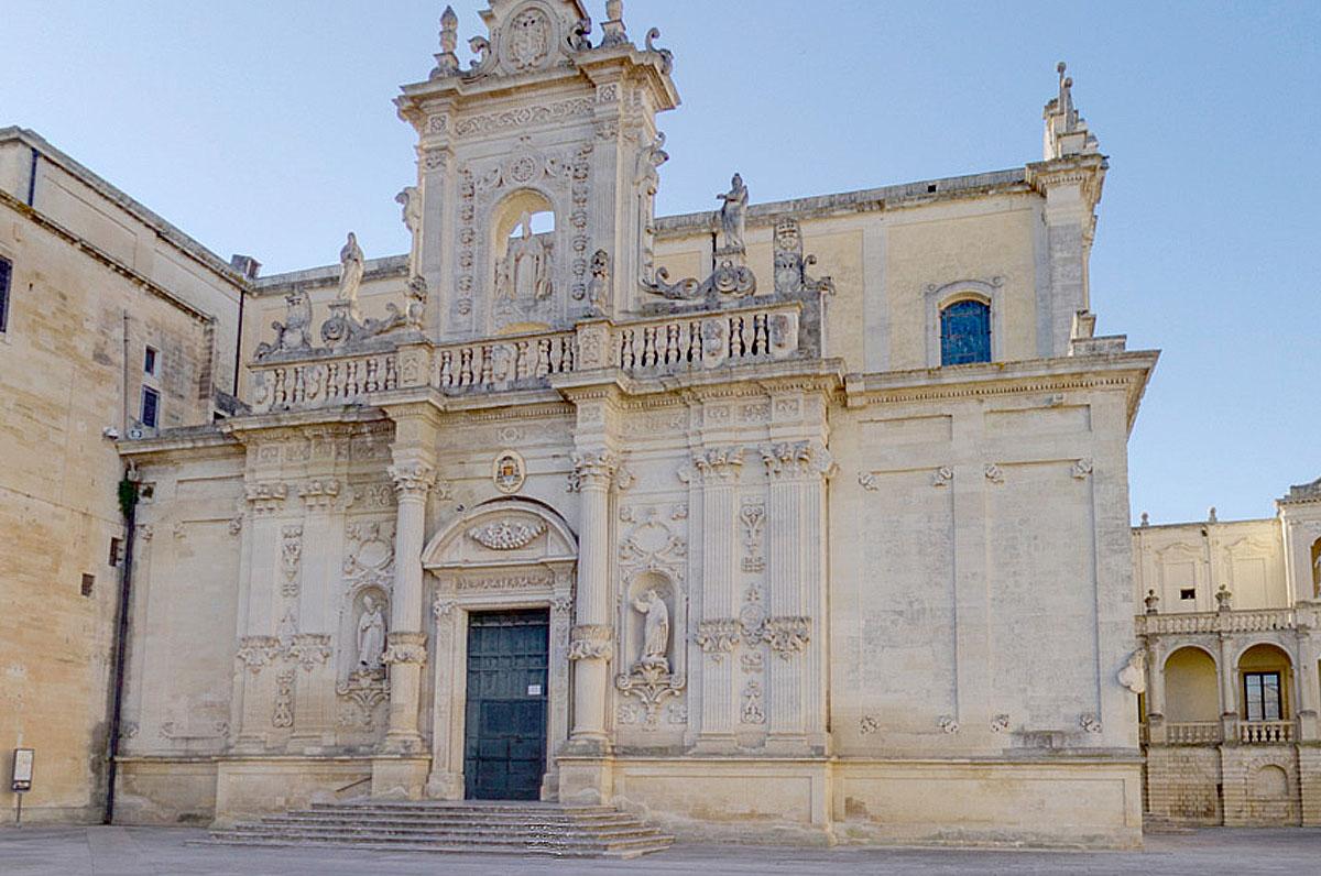 Cattedrale di Lecce, meraviglia barocca in piazza del Duomo
