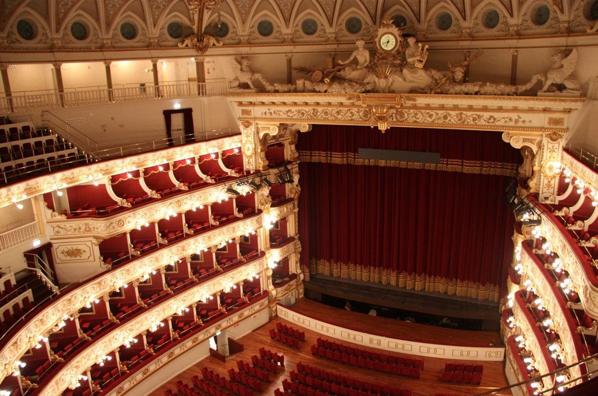 Teatro Petruzzelli, scrigno prezioso di cultura ed eventi di Bari