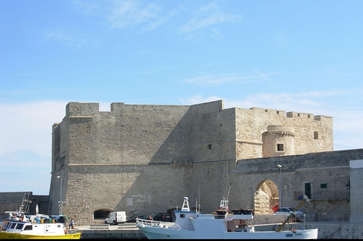 Castello di Monopoli, fortilizio a ridosso del mare