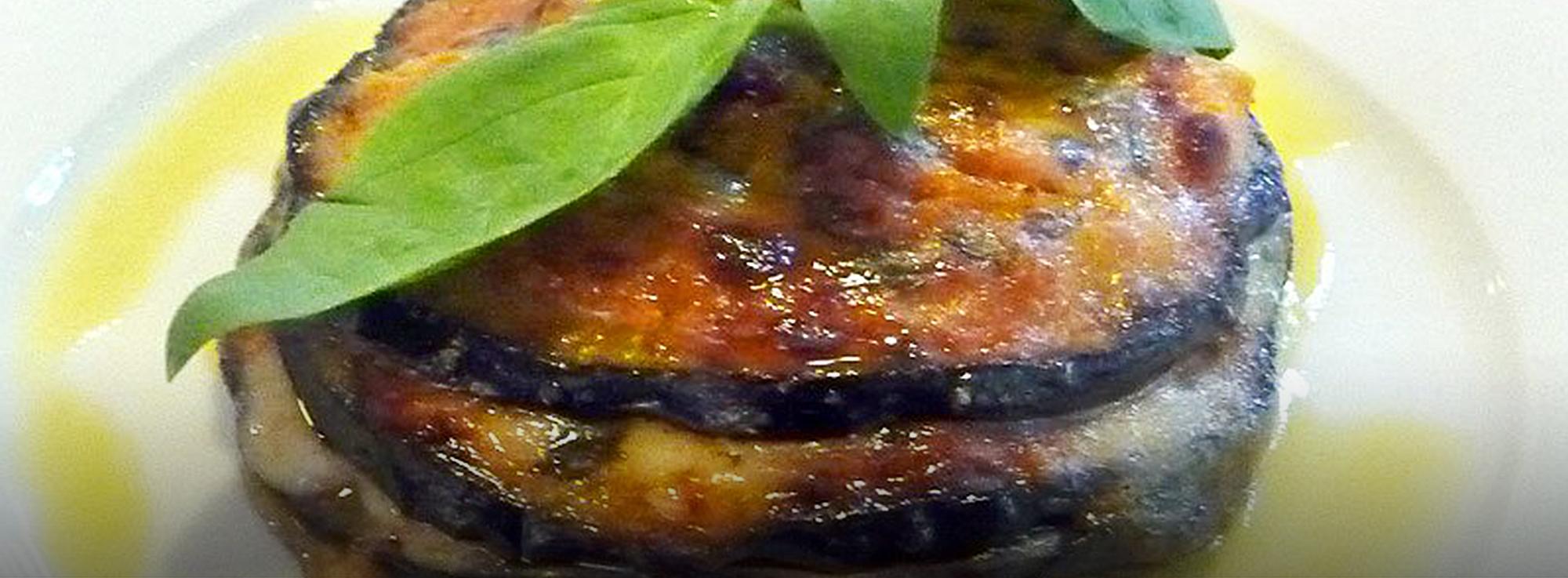 Ricetta: Sfogliatine di melanzane tonde pugliesi con mozzarella e caciocavallo podolico
