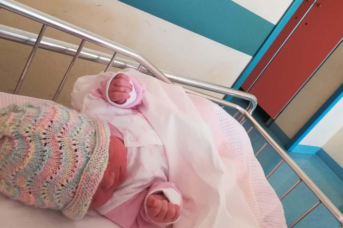 Barletta, nasce per strada Gaia Maria, simbolo di rinascita
