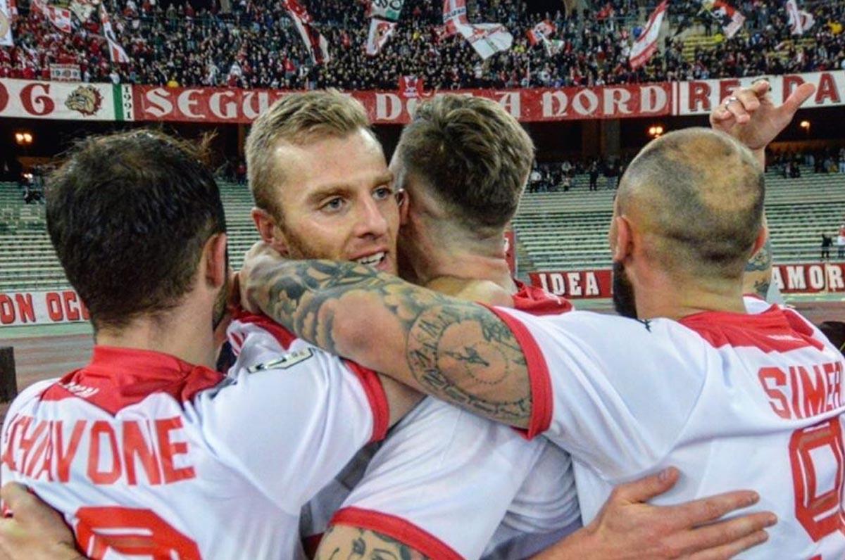 Bari Calcio, i giocatori si tagliano lo stipendio