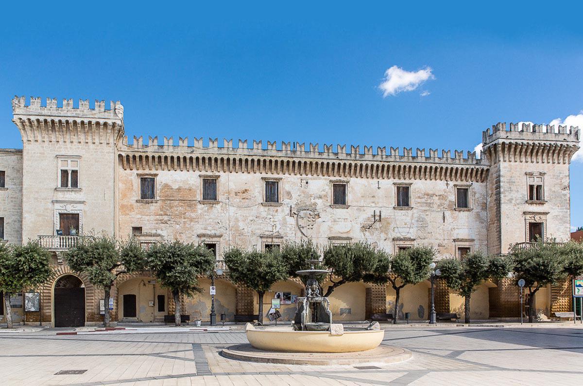 Castello D'Ayala Valva, il Palazzo Ducale di Carosino