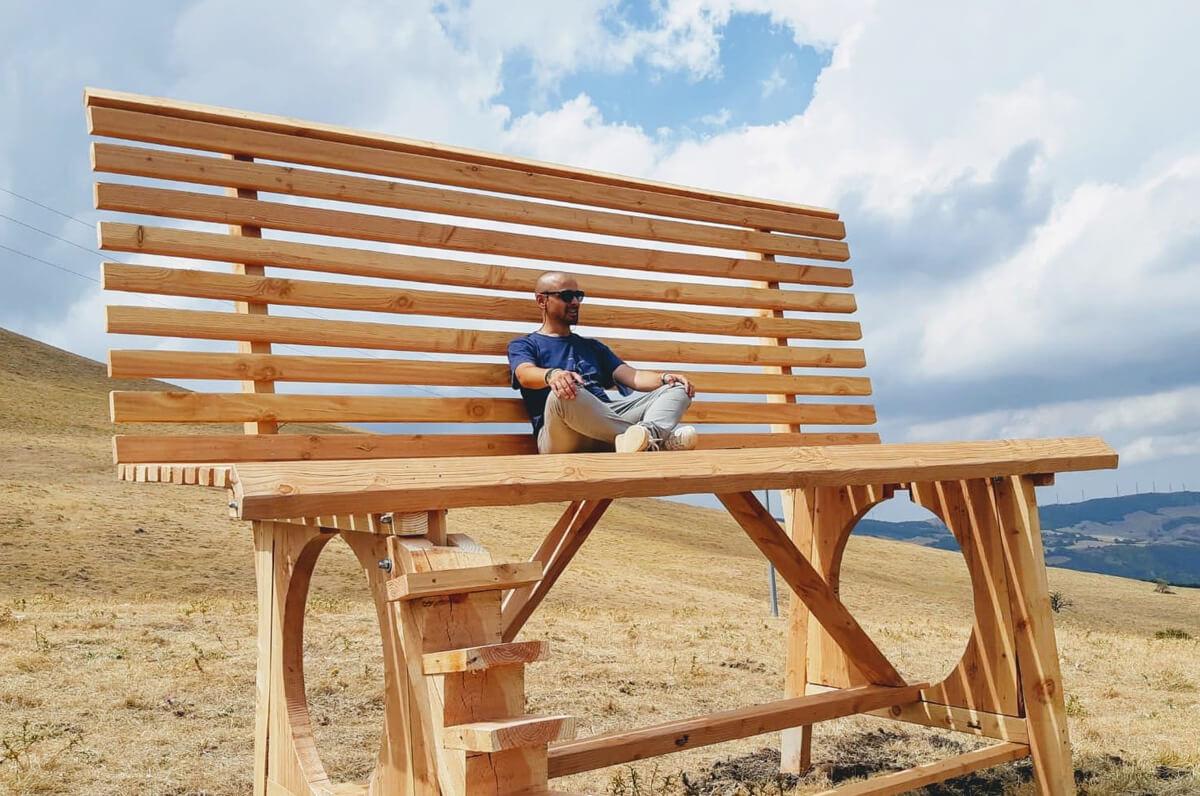 Biccari, installata una panchina gigante con vista sul Gargano e il Tavoliere