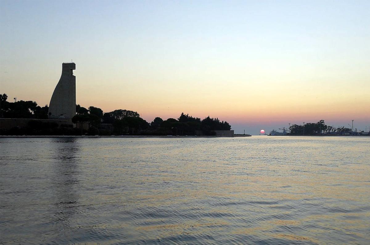 Porto di Brindisi, concerto all'alba
