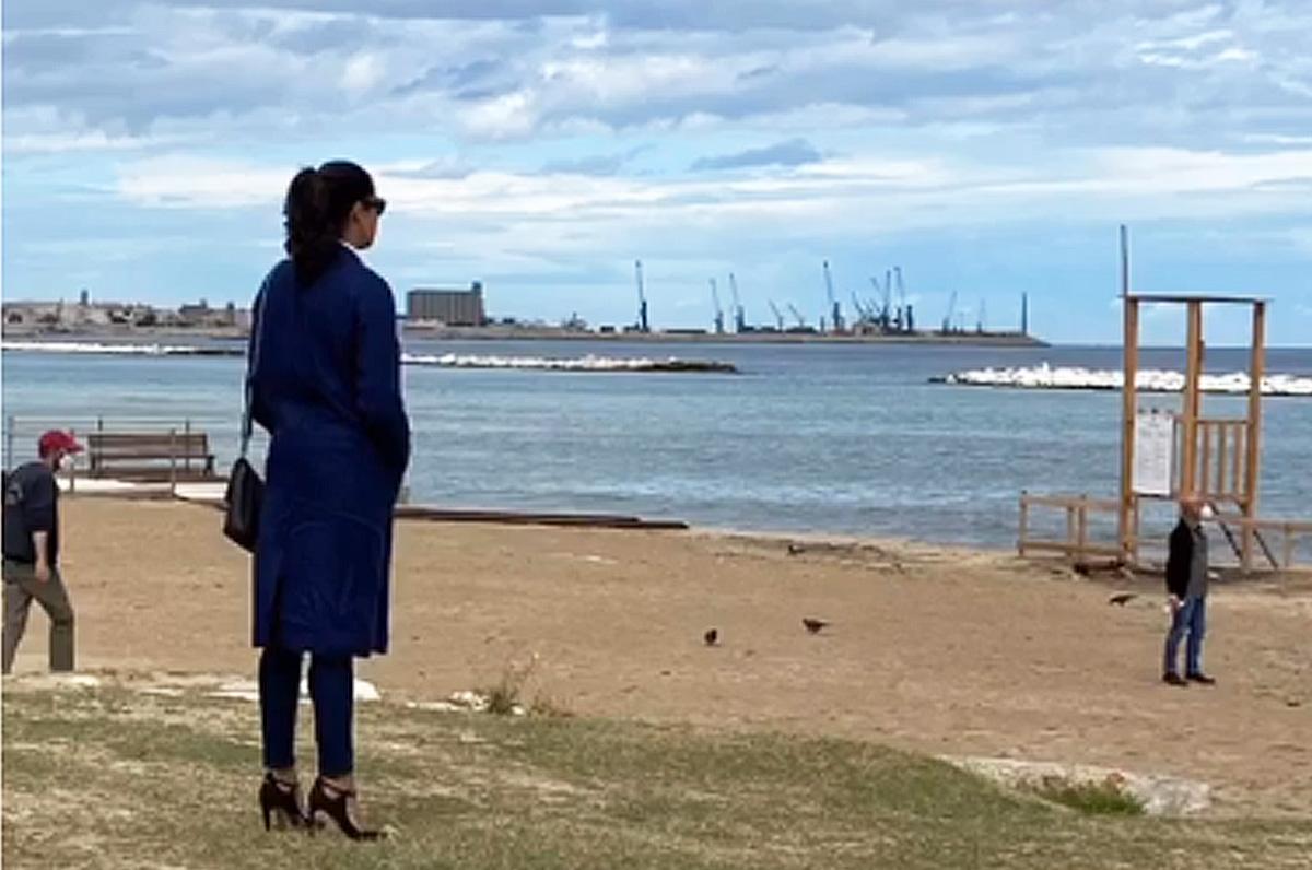Luisa Ranieri, ciak nella spiaggia a Pane e Pomodoro di Bari