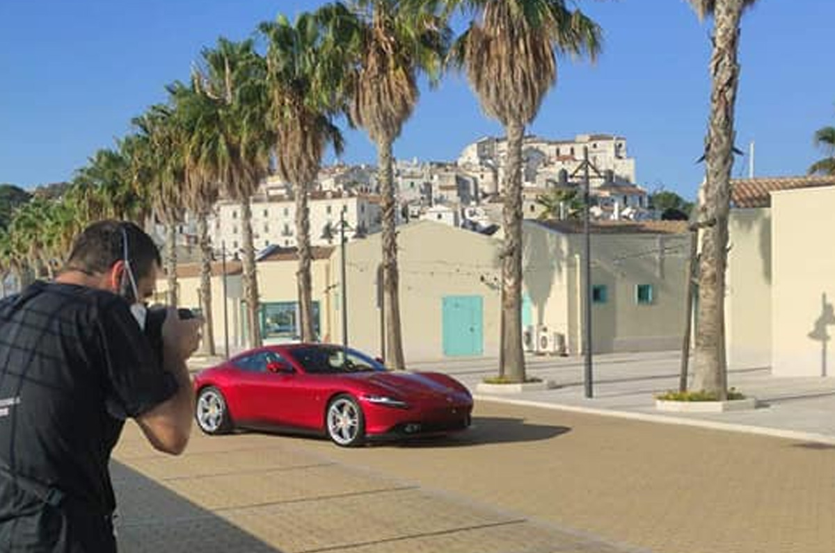 Ferrari Roma, spot per la coupé nel porto di Rodi Garganico