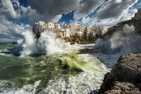 Mare in tempesta di Polignano a Mare