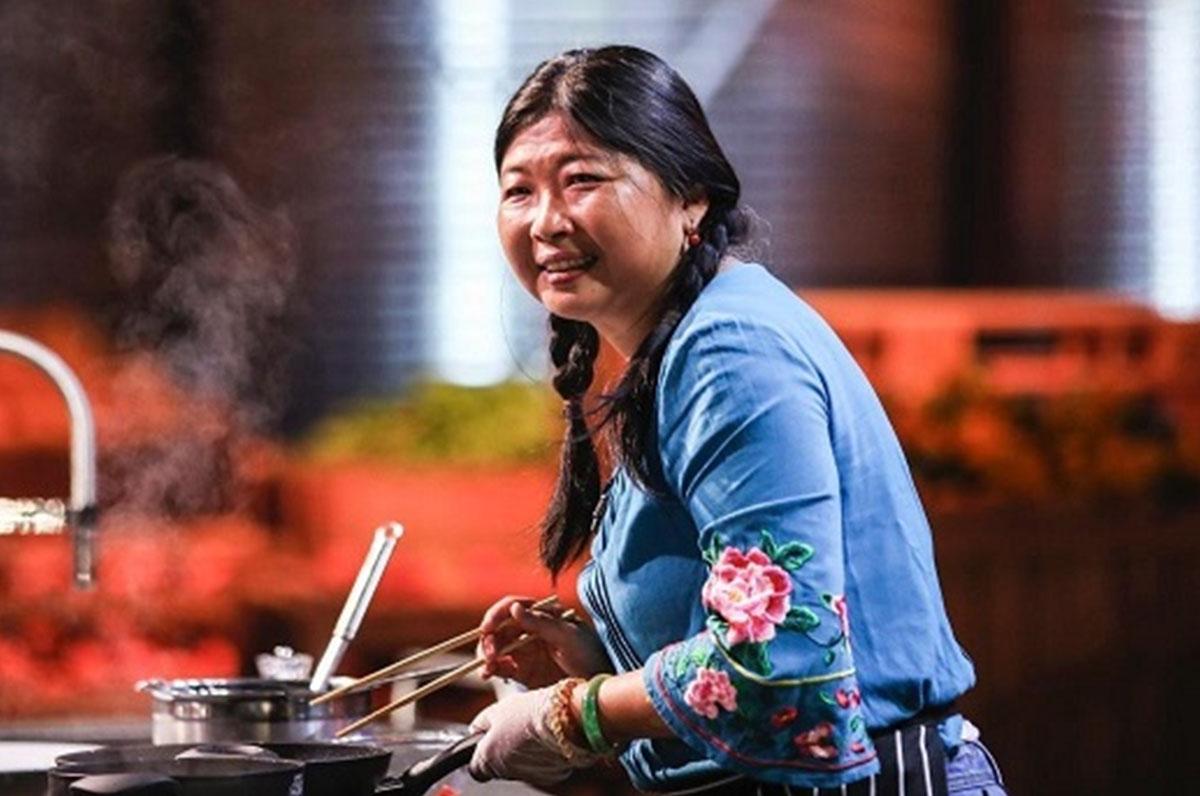 """""""MasterChef"""", Jia Bi cucina cavatelli con le bacchette"""