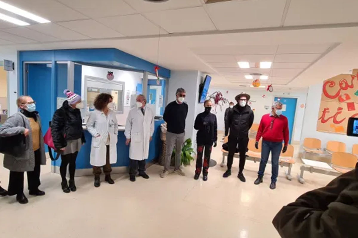 """""""Miulli"""", consegnati turbanti alle pazienti dell'oncologico"""