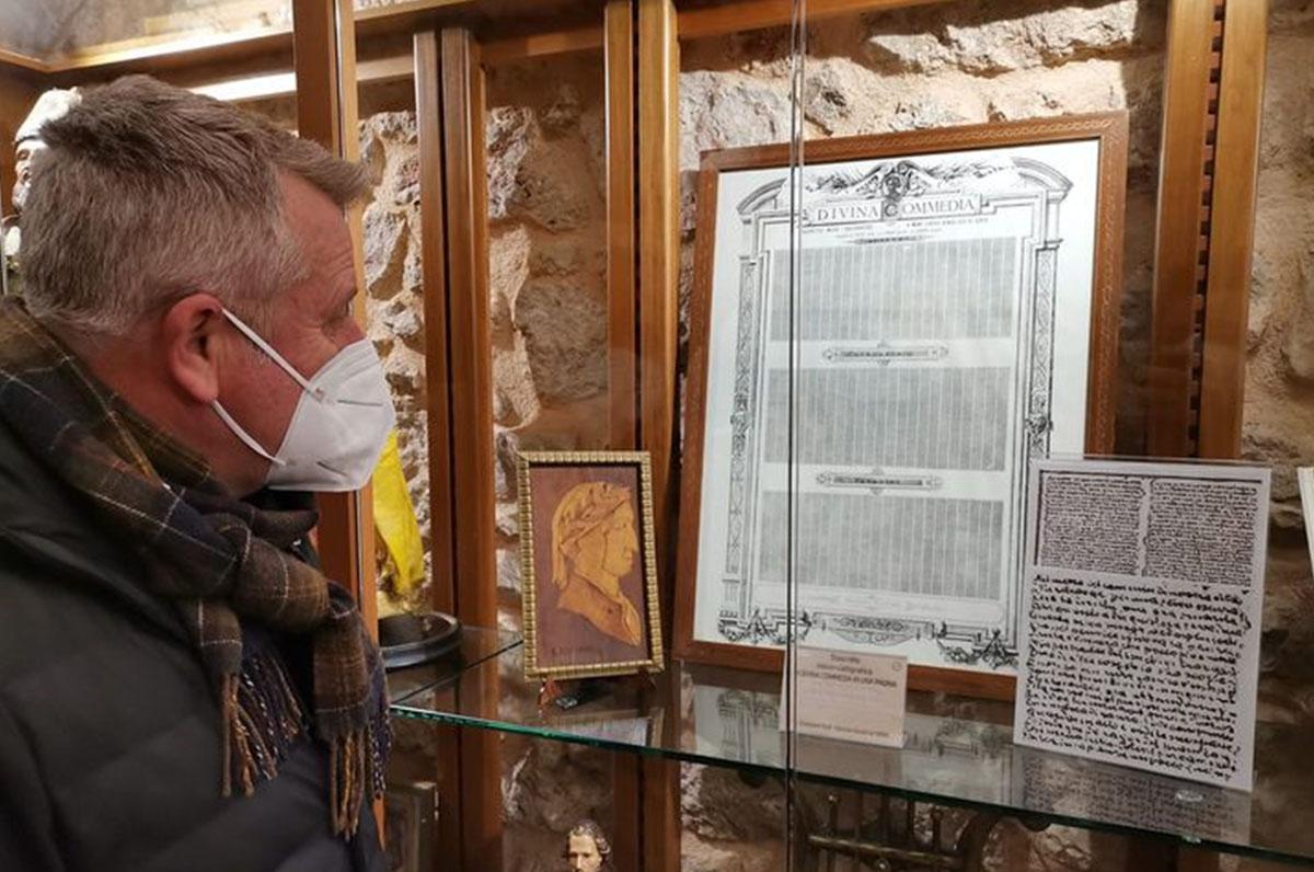 S. Marco in Lamis, copia micro-calligrafa della Divina Commedia