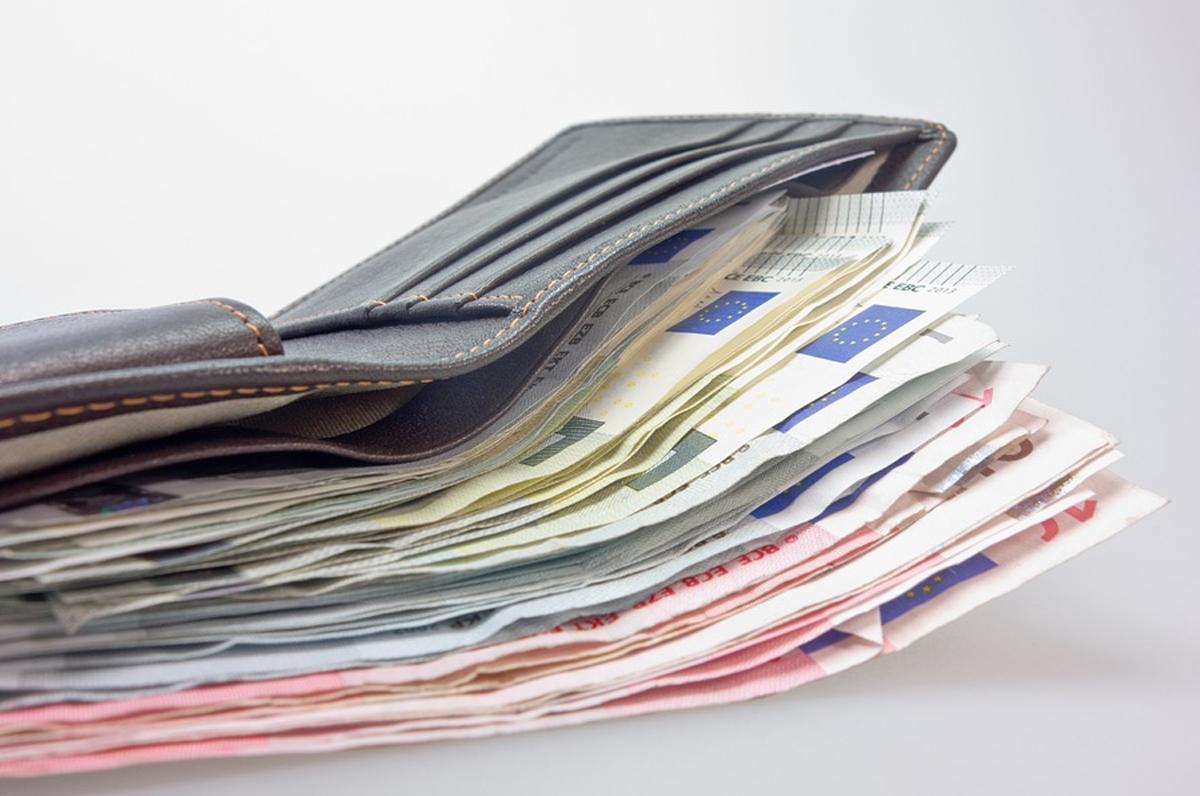Lecce, due studenti trovano un portafoglio e lo restituiscono