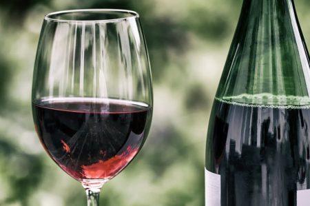 Spesa 2021, vino pugliese tra i prodotti più acquistati